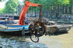 The bicycle dredgers of Amsterdam