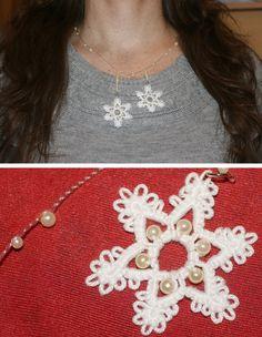 Tatted snowflakes necklace. Collier de flocons en frivolité.