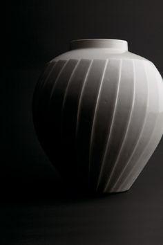 by National Living Treasure of Japan, Minori Yoshita (1932~) 「白磁面取り壷」吉田美統(人間国宝)