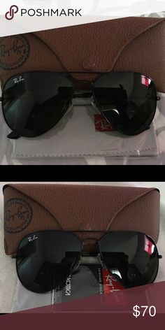 NEW AUTHENTIC RAY BAN AVIATOR RAYBAN 3026 RB3026 AVIATORS 112/69 BLACK MIRRORED 62MM AVIATORS BLACK FRAME  Product Description    Brand: Ray Ban Model: RB 3026 Frame Color: MATTE BLACK  Lens Color: BLACK MIRROR LENS Size: 62-14-135(large Size) 100% U.V. Protection Made in: Italy Retail Price: $200 Other