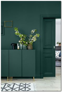 Inspiration to take the plunge into the dark walls trend. 60 Lovely Interior Design That Always Look Fantastic – Inspiration to take the plunge into the dark walls trend. Ikea Design, Verde Greenery, Dark Walls, Dark Green Walls, Green Painted Walls, Green Kitchen Walls, Kitchen Colors, Gray Green, Green Wall Paints