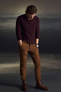 Men winter fashion 44684221290408392 - Winter is coming! Prepare now for the essentials in men's winter fashion including men's sweaters and boots. Plus all the winter layers! Mode Masculine, Stylish Men, Men Casual, Mens Casual Boots, Casual Clothes For Men, Men Clothes, Casual Wear, Pull Bordeaux, Herren Winter