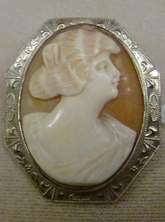 Antique Carved Shell Cameo Brooch Mounted In 14K Gold Frame