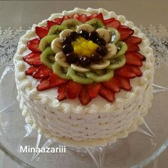 Meanwhile, have the topping by combining all of the ingredients within a saucepan and provide a boil Slow Cooker Desserts, Wilton Cake Decorating, Birthday Cake Decorating, Delicious Cake Recipes, Yummy Cakes, Cake Decorated With Fruit, Fruit Birthday Cake, Cocktail Cake, Fresh Fruit Cake