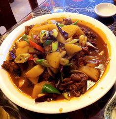 Xinjiang-style dapanji (大盘鸡) at a Xinjiang restaurant in Xiamen, Fujian, China