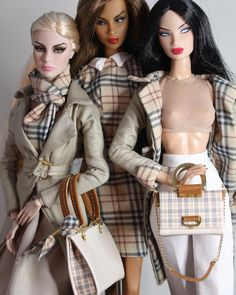 "Luxe Fashion Dolls on Instagram: ""Burberry Team ❤️ #adelemakeda #kyorisato #agnesvonweiss @burberry @integrity_toys #itluxelife"" Doll Clothes Barbie, Vintage Barbie Dolls, Fashion Royalty Dolls, Fashion Dolls, Love Fashion, Vintage Fashion, Barbie Top, Barbie Patterns, Barbie World"