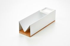 Bread & Butter is a minimalist design created by Belgium-based designer Jun Gobron. Project made in collaboration with Chef Christian Thirilly for Cook Hinc. The goal is to rethink the traditional bread basket for restaurant tables and to enhance the presentation of bread and butter. (11)
