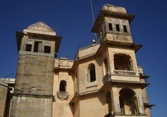 4wd India offers to visit udaipur tourism, udaipur tourist places, tourist places in udaipur, udaipur city tour, places to visit in udaipur, car hire in udaipur.