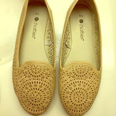 chatties nude flats with signs of normal wear as seen on photos Shoes Flats & Loafers