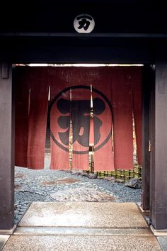 Gion in Kyoto shot on Ektar 100 film with a Leica M6.