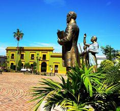 El #NoTeLoPuedesPerder del día va para La Plaza de los tres grandes en Mocorito. Ahí yacen tres esculturas de bronce, representando a héroes que #LaMagiadeMocorito ha aportado a Sinaloa y al país en general:Doña Agustina Ramírez, al Lic. Eustaquio Buelna y el Gral. Rafael Buelna Tenorio.