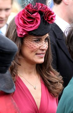 Pippa Middleton in 'Millennium' by Gina Foster Millinery Pippa Middleton Boda, Middleton Family, Silly Hats, Fancy Hats, Pink Fascinator, Headpiece, Headdress, Kate And Pippa, Love Hat