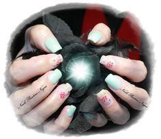 Unhas em Gel cor Verde Menta com nail art feita á mão!