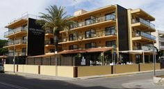 Adia Hotel Cunit Playa Cunit Hotel Adia Cunit Playa is situated just outside Cunit, on the Costa Daurada, only 30 metres from the beach. It offers an outdoor swimming pool and free WiFi.  All of the minimalist bedrooms at the Cunit Playa have air conditioning and flat-screen TV.