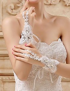 Lace/Tulle Wrist Length Wedding/Party Glove. Get unbelievable discounts up to 70% Off at Light in the Box using Coupons.