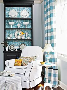 Find the Bright Side: Don't let the inside of a wood-stained bookcase or hutch keep beautiful mood of the entire room by painting the shelves' interior backing a lively color. Add even more personality by wallpapering the inside with a fun pattern. My Living Room, Living Spaces, Painted Furniture, Diy Furniture, Diy Rangement, Sweet Home, Living Vintage, Interior Decorating, Interior Design