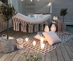 Chouette-Terrasse The Effective Pictures We Offer You About balcony decoration christmas A quality picture can tell you many things. Small Balcony Decor, Apartment Balconies, Apartment Porch, Cute Apartment, Apartment Balcony Decorating, Cute Room Decor, Outdoor Spaces, Outdoor Decor, Outdoor Lounge