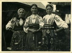 Folk Costume, Costumes, Vintage Pictures, Traditional Dresses, Christmas Sweaters, Ethnic, Culture, Retro, Photography