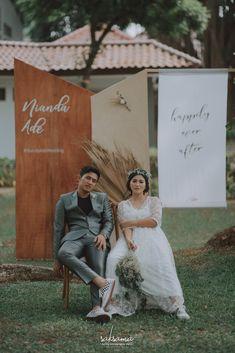 Wedding Couple Poses, Pre Wedding Photoshoot, Wedding Stage, Wedding Couples, Boho Wedding Decorations, Practical Wedding, Wedding Preparation, Wedding Photo Inspiration, Kebaya