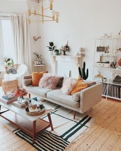 Having small living room can be one of all your problem about decoration home. To solve that, you will create the illusion of a larger space and painting your small living room with bright colors c… Cozy Living Rooms, My Living Room, Living Room Interior, Living Room Decor Boho, Living Room Vintage, Beige Sofa Living Room, Colourful Living Room, Living Room Ideas For Small Rooms, Living Room Decor Small Apartment