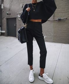 All black outfit, fall weather outfits, sweater weather, comfortable winter outfits Source by thesproutingsunflower Outfits comfortable Fashion Mode, Look Fashion, Womens Fashion, Lifestyle Fashion, Fashion Styles, Bad Fashion, Fashion Images, Fashion Black, Petite Fashion