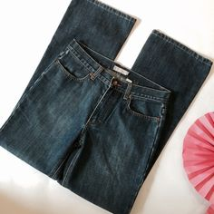 """J Crew Jeans In excellent used condition. Size 8, 8"""" rise, 30"""" inseam, 18"""" leg. ES154 LD052715 45 J. Crew Jeans Straight Leg"""
