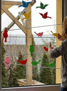 Hello spring // from a colorful bird paradise at our window + print template – Schwesternliebe & Wir - Modern Diy And Crafts, Crafts For Kids, Paper Crafts, Garden Projects, Projects To Try, Diy Y Manualidades, Christmas Yard Decorations, Hello Spring, Back Gardens