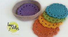 POSA VASOS | Lanas y ovillos Beautiful coaster pattern! it is in spanish but there's a lovely diagram :) Be sure to connect at each row and chain other wise it will end up a little awkward