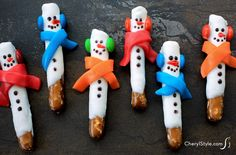 Most Popular Teaching Resources: Pretzel rod snowmen recipe - Everyday Dishes & DIY. Christmas Tree Brownies, Christmas Pretzels, Christmas Fudge, Christmas Sugar Cookies, Christmas Snacks, Christmas Goodies, Christmas Candy, Christmas Baking, Holiday Treats