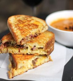 Smoked Brisket Grilled Cheese | http://homemaderecipes.com/bbq-grill/5-smoked-brisket-recipes/