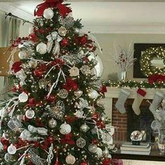 Christmas DIY: Tree toppers are a m Tree toppers are a must for an elegant display. Silver Stretch Net ribbon and loops of Red Velvet Glitter ribbon add the finishing touch to this gorgeous Christmas tree. Noel Christmas, Christmas 2017, All Things Christmas, Simple Christmas, Christmas Tree Red And Silver, Christmas Mantles, Christmas Tree Themes Colors Red, Vintage Christmas, Christmas Ornaments