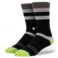 Stance's Hanks is easy on the eyes—and the feet.  The sock's premium combed cotton provides a soft feel while its mesh vents keep things cool.  And for additional comfort and durability, the sock sports a deep heel pocket and reinforced heel and toe.  Though simple in appearance, the Hanks delivers supreme performance.
