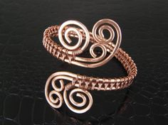Hammered Copper Wire Wrapped Bracelet Wire Weave por BonzerBeads