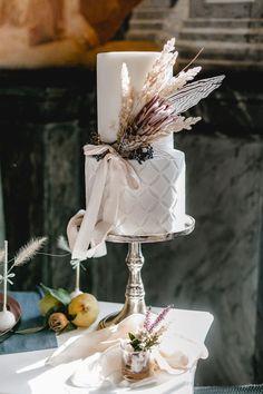 Pretty Cakes, Beautiful Cakes, Disney Cars Party, Winter Wedding Colors, Autumn Wedding Cakes, Chocolate Lava Cake, Rustic Cake, Tea Sandwiches, Wedding Cake Inspiration