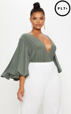 Welcome the new season with our catwalk inspired plus size clothing range. From sculpting dresses to flattering tops, shop plus size fashion at PLT USA. Chubby Fashion, Curvy Women Fashion, Plus Size Fashion For Women, Plus Size Womens Clothing, Trendy Clothing, Plus Size Dresses, Plus Size Outfits, Curvy Model, Plus Zise