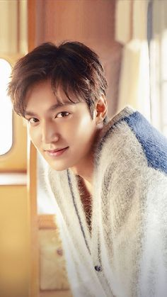 dream pop Are you guys excited for him to come back from military and began with film again? He is released today in Korea calendar! But in United Lee Min Ho Wallpaper Iphone, K Wallpaper, New Actors, Actors & Actresses, Asian Actors, Korean Actors, Le Min Hoo, Lee Min Ho Smile, Lee Min Ho Kdrama