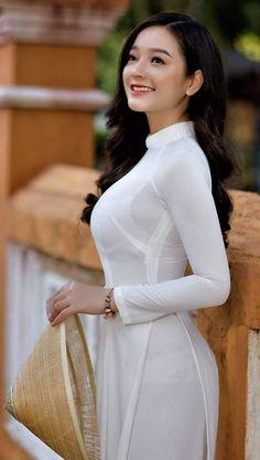 Vietnamese Traditional Dress, Vietnamese Dress, Traditional Dresses, Sexy Dresses, Short Dresses, Long Dress Fashion, Women's Fashion, Indian Beauty Saree, Beautiful Asian Women