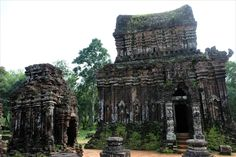 My Son, serene Vietnamese Hindu temples ~ Batnomad My Son Temple, Temple Ruins, Hindu Temple, Khmer Empire, Valley Of The Kings, Brickwork, Archaeological Site, 14th Century