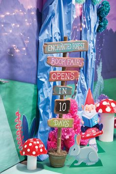 Create an eye-catching countdown sign and display 30 days before the start of your Book Fair. Stall Decorations, Jungle Decorations, Classroom Birthday, Classroom Themes, Children's Book Week, Enchanted Forest Party, Fair Theme, Fallen Book, Kindergarten Crafts