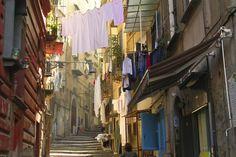 N'y cherchez pas la splendeur de Rome ou le romantisme de Venise. Naples, c'est un village de 1 million d'âmes dont les charmes se cachent dans les scènes bigarrées de...