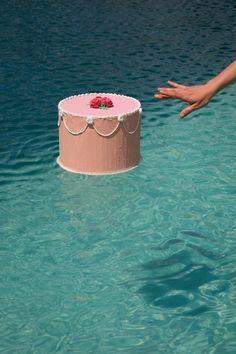 Floating. Xk #kellywearstler #myvibemylife #fiesta #party #color