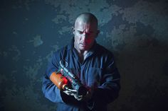 """DC's Legends of Tomorrow -- """"Fail-Safe"""" -- Image LGN105A_0356b.jpg -- Pictured: Dominic Purcell as Mick Rory/Heat Wave -- Photo: Diyah Pera/The CW -- © 2016 The CW Network, LLC. All Rights Reserved."""