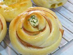 先月作ったものですが、ハムロールパンです。    パン作りは去年末からのスタートなんですが、成形が色々あるのが楽しくて、パンレシピのブログをあちこ...