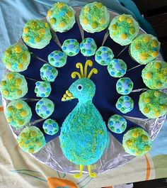 Cutest and Most Creative Pull Apart Cupcake Cakes - Birthday Cupcake Ideen Peacock Cupcakes, Peacock Cake, Peacock Theme, Peacock Pics, Pull Apart Cupcake Cake, Pull Apart Cake, Peacock Birthday Party, Birthday Parties, Birthday Cakes