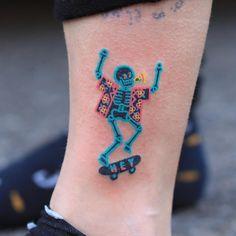 What's your favorite tattoo below! ️Artist: – Inkstinct – Top Tattoo Artists What's your favorite tattoo below! ️Artist: What's your favorite tattoo below! Piercing Tattoo, S Tattoo, Body Art Tattoos, Tattoo Drawings, Piercings, Skate Tattoo, Spirit Tattoo, Mini Tattoos, Small Tattoos