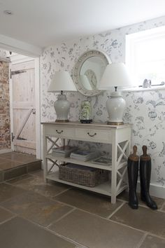 Shabby and Charme: Uno charmante cottage inglese - A charming English Cottage Interior Design Programs, Hall Interior, Interior Design Inspiration, Interior Paint, Design Ideas, Cottage Chic Living Room, English Interior, Cottage Interiors, Cottage Design
