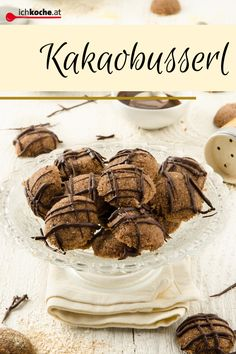 "Heute schon geküsst? 💋 Eigentlich müsste ja jeder Tag ""TAG DES KUSSES"" sein, wenn man dann solch' schokoladig süßen Busserl bekommt!  😜 BUSSI 😘 Chai, Xmas Food, Camembert Cheese, Stuffed Mushrooms, Cookies, Chocolate, Baking, Vegetables, Sweet"