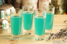 Blue Nut - to świetny shot robiony na bazie Malibu. Do jego przygotowania potrzebne są dodatkowo dwa składniki: blue curacao oraz sok ananasowy.