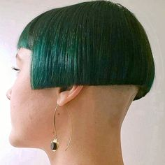 38 Short Layered Bob Haircuts With Side Swept Bangs That Make You Look Younger - Easy Hairstyles One Side Shaved Hairstyles, Stacked Bob Hairstyles, Easy Hairstyles, Medium Hair Cuts, Short Hair Cuts For Women, Short Hair Styles, Short Hair Model, How To Curl Short Hair, Bob Haircut With Bangs