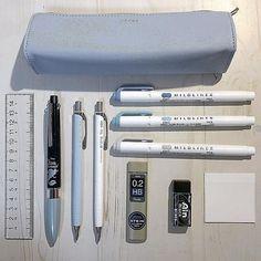 Stationary School, School Stationery, Desk Stationery, School Organization Notes, School Notes, School Suplies, Cool School Supplies, Study Room Decor, School Study Tips